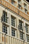 Façade-Détail : Luminaires à gaz restaurés et électrifiés